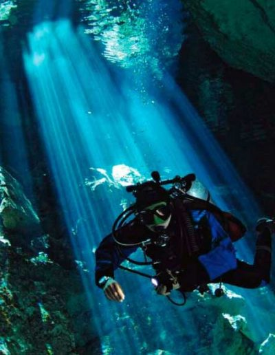 enjoy-life-vacations-adventure-cenote2-diving